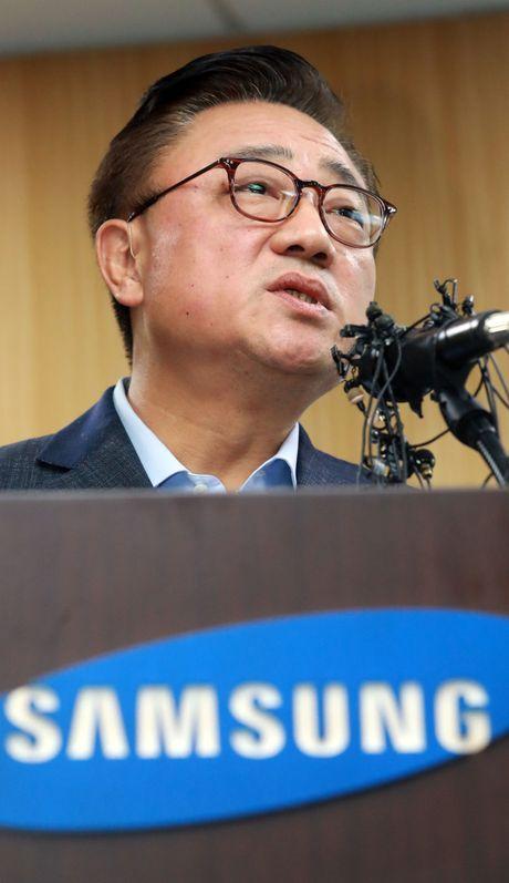 Samsung se 'xu' 200 can bo cap cao sau vu Note 7 - Anh 2