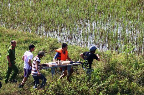 Quang Nam: Mot thieu nu nhay xuong song tu van - Anh 2