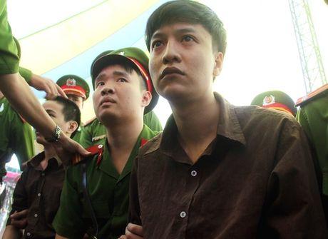 Hung thu tham sat Binh Phuoc xin hien xac - Anh 1