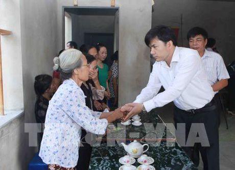 Truy tang Bang khen cho hoc sinh dung cam cuu ban tai Thanh Hoa - Anh 1