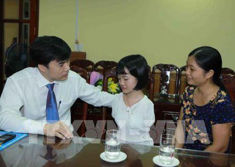 Truy tang Bang khen cho hoc sinh dung cam cuu ban tai Thanh Hoa - Anh 4