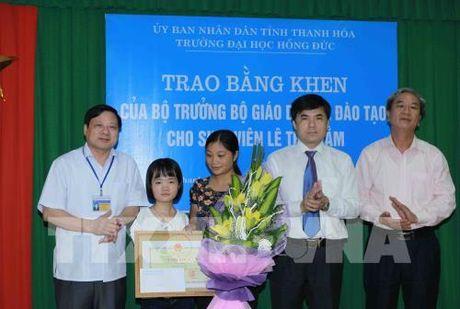 Truy tang Bang khen cho hoc sinh dung cam cuu ban tai Thanh Hoa - Anh 5