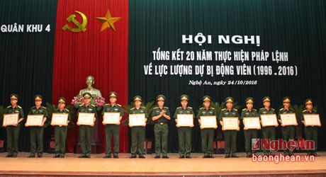 Quan khu 4: Tang Bang khen cho 55 tap the va 34 ca nhan - Anh 2