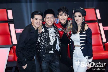 Netizen Viet co 'phan no' voi trang phuc cho la sexy qua muc cua Dong Nhi tai The Voice Kids? - Anh 7