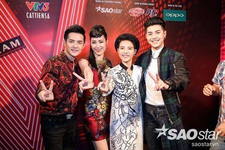 Netizen Viet co 'phan no' voi trang phuc cho la sexy qua muc cua Dong Nhi tai The Voice Kids? - Anh 8