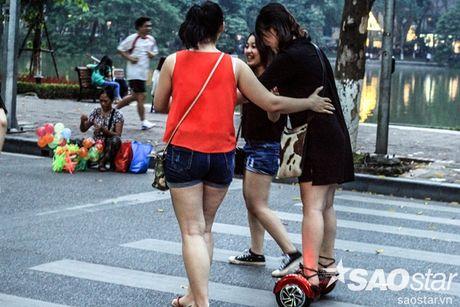 Ngoai cho khong ro mom - pho di bo con co hung than mang ten 'xe dien can bang' - Anh 7