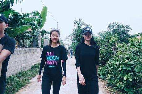 Dong Nhi cung Ong Cao Thang chat day 'bao tai' tinh thuong va thuoc men den voi mien Trung - Anh 4