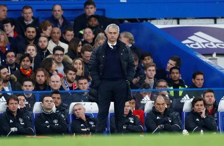 Man United that bai truoc Chelsea: Khi Man do lam 'quan xanh' - Anh 1