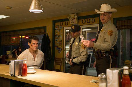 Phim moi cua Tom Cruise bat ngo bai tran tai phong ve - Anh 1