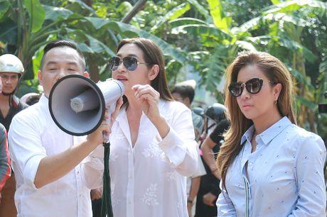 Y Lan, Thu Minh, Minh Tuyet ho tro ba con vung lu Quang Binh - Anh 1