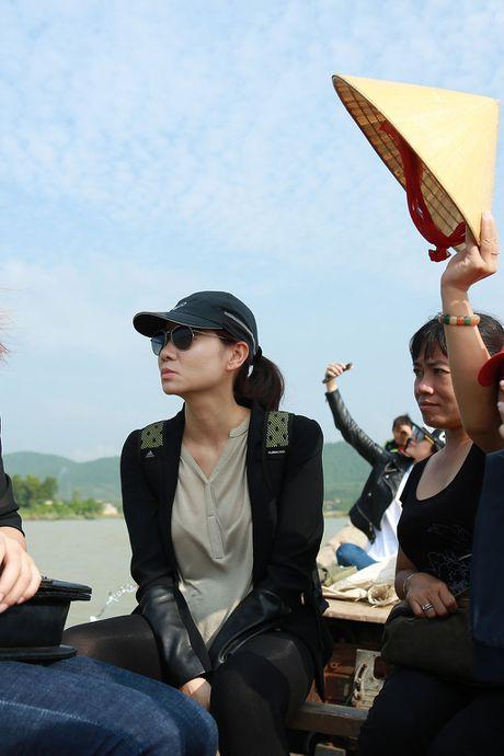 Y Lan, Thu Minh, Minh Tuyet ho tro ba con vung lu Quang Binh - Anh 3