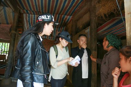 Y Lan, Thu Minh, Minh Tuyet ho tro ba con vung lu Quang Binh - Anh 4