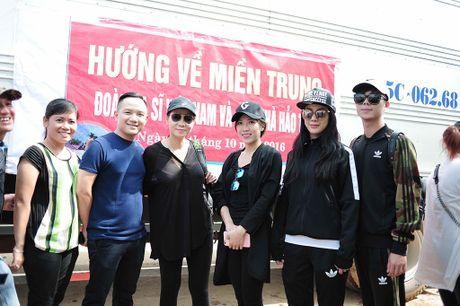 Y Lan, Thu Minh, Minh Tuyet ho tro ba con vung lu Quang Binh - Anh 5