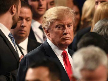 Clinton mia mai Trump da 'thua cuoc' lai con 'cay cu' - Anh 1