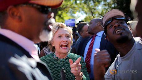 Clinton mia mai Trump da 'thua cuoc' lai con 'cay cu' - Anh 2