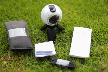 Mo hop Samsung Gear 360 gia 6,9 trieu dong tai Viet Nam - Anh 2