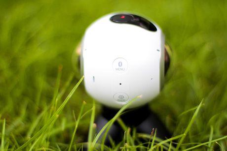 Mo hop Samsung Gear 360 gia 6,9 trieu dong tai Viet Nam - Anh 4