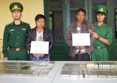 2 nguoi dan ong chuyen thue 69 banh heroin - Anh 1