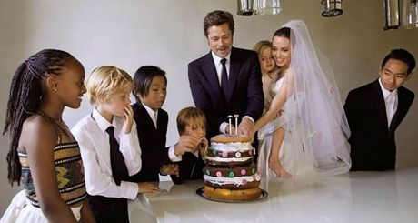 Angelina se tiet lo chuyen phong the 3 nguoi cung Brad Pitt? - Anh 2