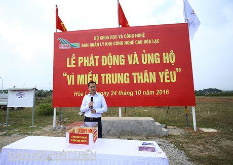 Khu CNC Hoa Lac phat dong quyen gop ung ho dong bao lu lut mien Trung - Anh 1