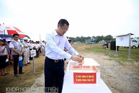 Khu CNC Hoa Lac phat dong quyen gop ung ho dong bao lu lut mien Trung - Anh 2