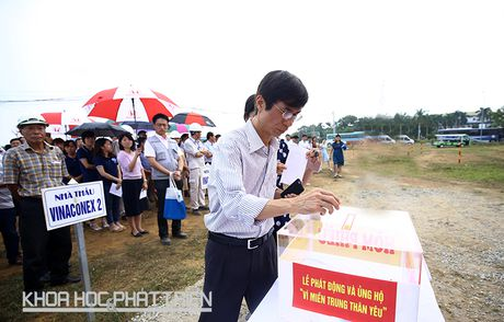 Khu CNC Hoa Lac phat dong quyen gop ung ho dong bao lu lut mien Trung - Anh 3