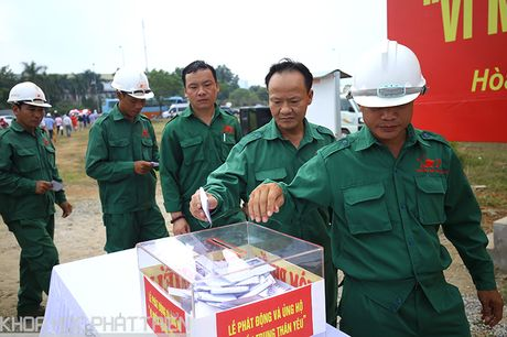 Khu CNC Hoa Lac phat dong quyen gop ung ho dong bao lu lut mien Trung - Anh 4