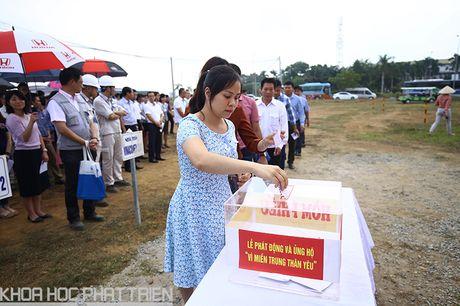 Khu CNC Hoa Lac phat dong quyen gop ung ho dong bao lu lut mien Trung - Anh 8
