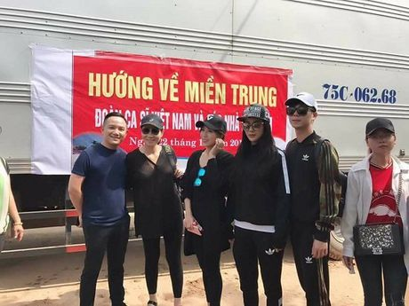 Khanh Thi - Phan Hien ham nong tinh yeu, hon nhau giua bien - Anh 8