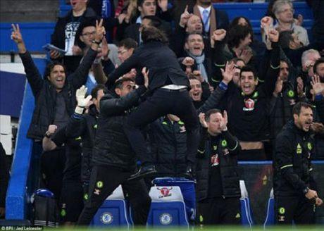 Xau ho muon chui xuong dat, Mourinho tuc gian mang Conte - Anh 2
