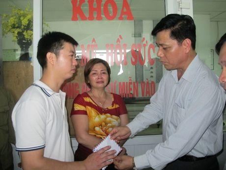 Tau dam o to o Thuong Tin: Thiet bi canh bao van hoat dong - Anh 1