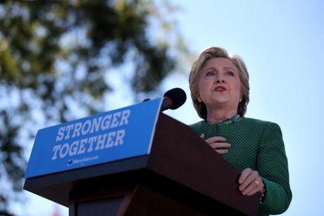 Bau cu My: Ba Clinton tuyen bo ong Trump 'thua dau' - Anh 1
