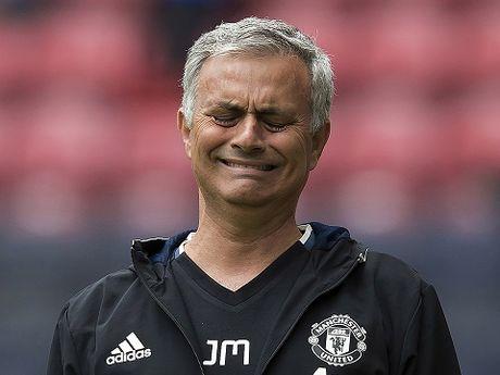 Jose Mourinho bi chi trich nang ne sau that bai dam nhat o Premier League - Anh 1