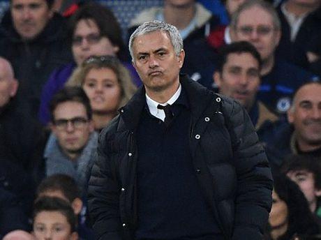 Man United thua tan nat Chelsea: Mourinho & dinh cao cua su bat luc - Anh 2