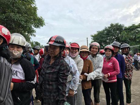 Bao The thao & Van hoa va Tong Cong ty Khanh Viet den voi dong bao vung lu - Anh 5