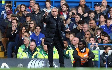 The thao 24h: Thua tham Chelsea, Jose Mourinho sanh ngang David Moyes - Anh 1