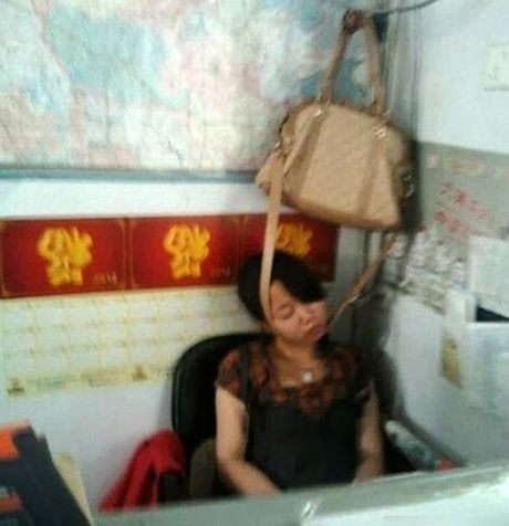 Boi roi voi nhung hanh dong qua ba dao cua chi em - Anh 2