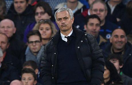 Mourinho bi xia xoi sau tham bai truoc Chelsea - Anh 1