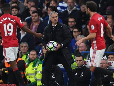 HLV Mourinho dang sai lam o dau? - Anh 2