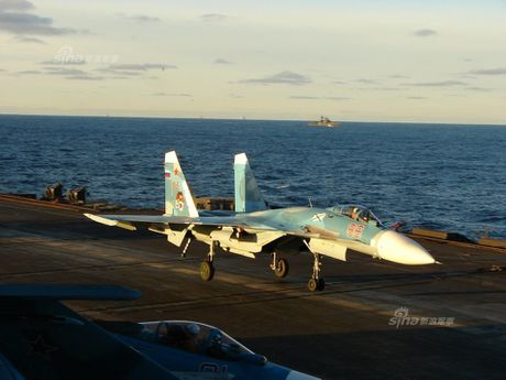 Tiem kich ham Su-33 xuat kich ram ro, NATO cang thang - Anh 10