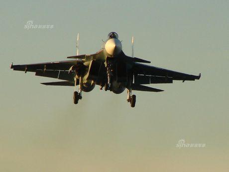 Tiem kich ham Su-33 xuat kich ram ro, NATO cang thang - Anh 12