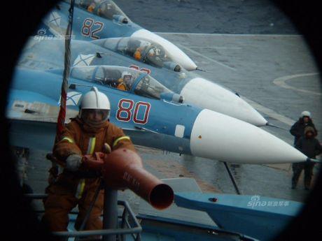 Tiem kich ham Su-33 xuat kich ram ro, NATO cang thang - Anh 1