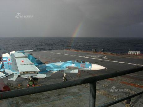 Tiem kich ham Su-33 xuat kich ram ro, NATO cang thang - Anh 2