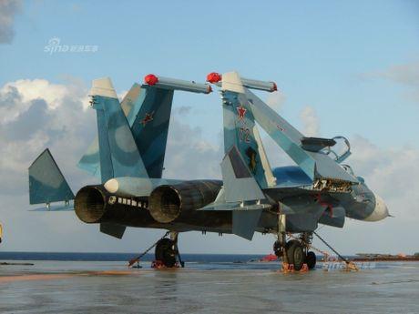 Tiem kich ham Su-33 xuat kich ram ro, NATO cang thang - Anh 3