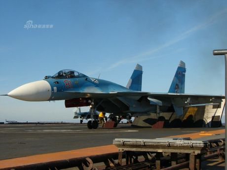 Tiem kich ham Su-33 xuat kich ram ro, NATO cang thang - Anh 4