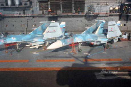Tiem kich ham Su-33 xuat kich ram ro, NATO cang thang - Anh 5