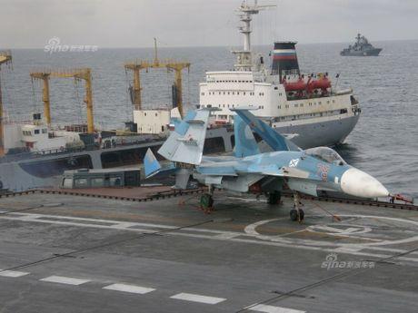 Tiem kich ham Su-33 xuat kich ram ro, NATO cang thang - Anh 6