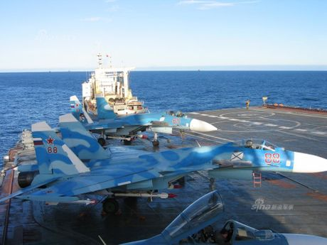 Tiem kich ham Su-33 xuat kich ram ro, NATO cang thang - Anh 8
