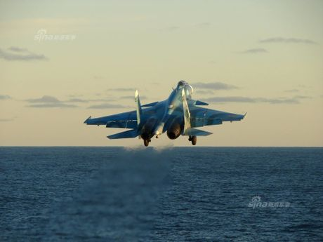Tiem kich ham Su-33 xuat kich ram ro, NATO cang thang - Anh 9