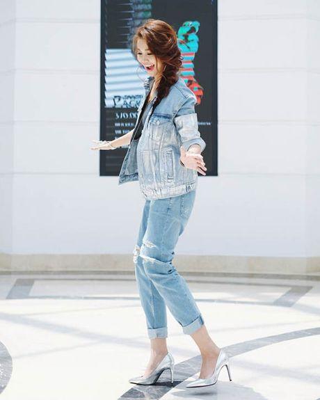 Dinh cao mac denim jacket cua cua Pham Huong, Hoang Thuy Linh la day - Anh 10